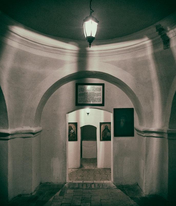 Подземная церковь Антония Печерского. - Андрий Майковский