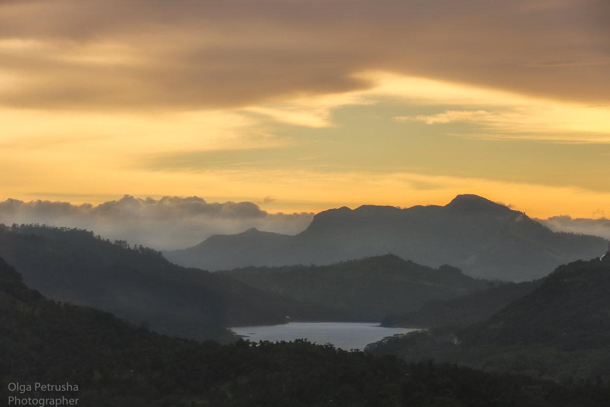 Закат в горах Шри-Ланки. - Ольга Петруша