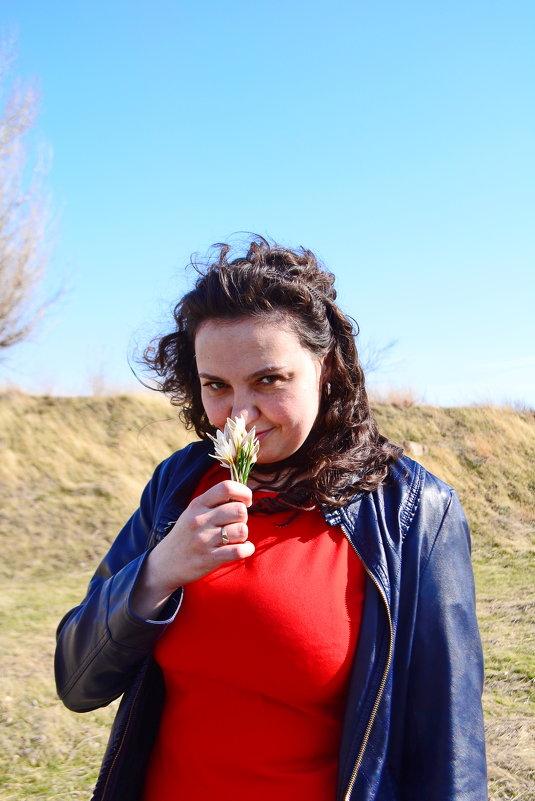 жена с подснежниками - vladimir polovnikov