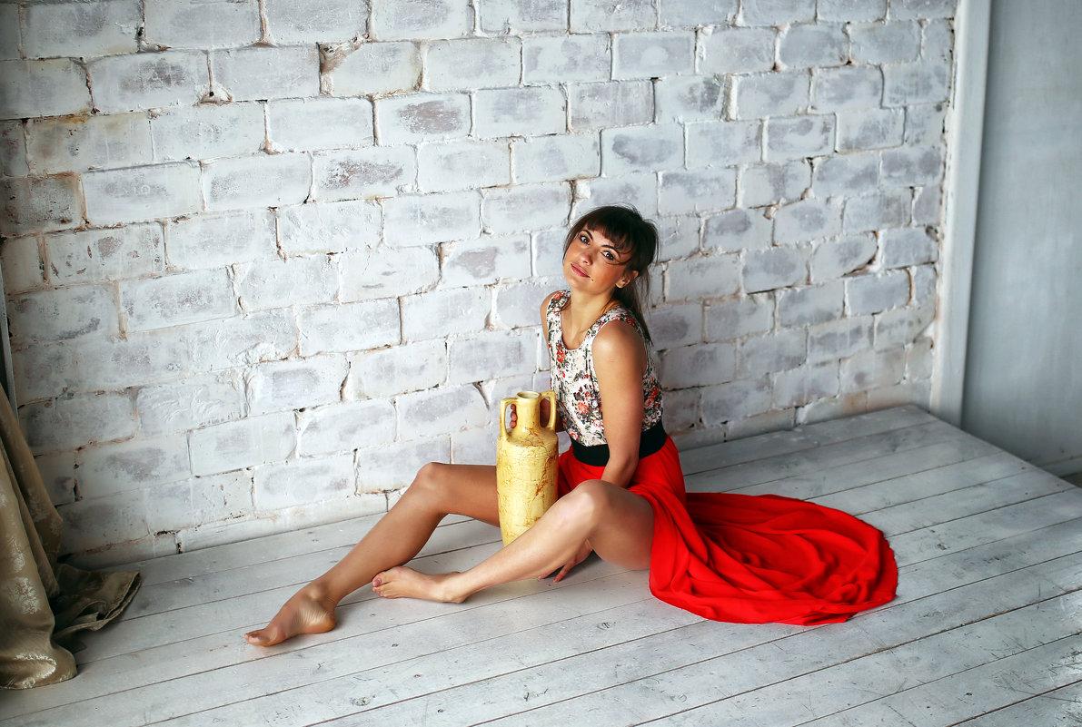 Девушка с вазой - Дмитрий