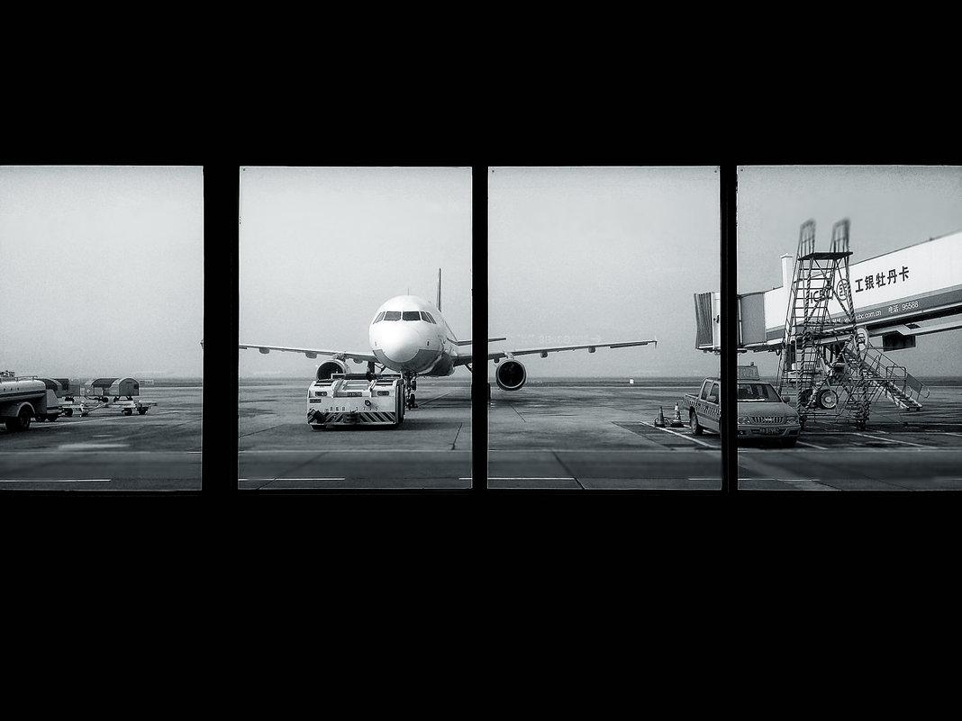 вид из окна аэропорта - Роман )