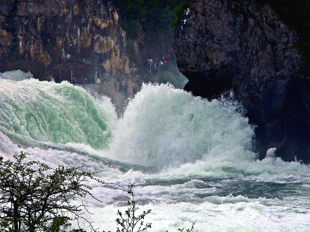 стремнина Рейнского водопада - Александр Корчемный