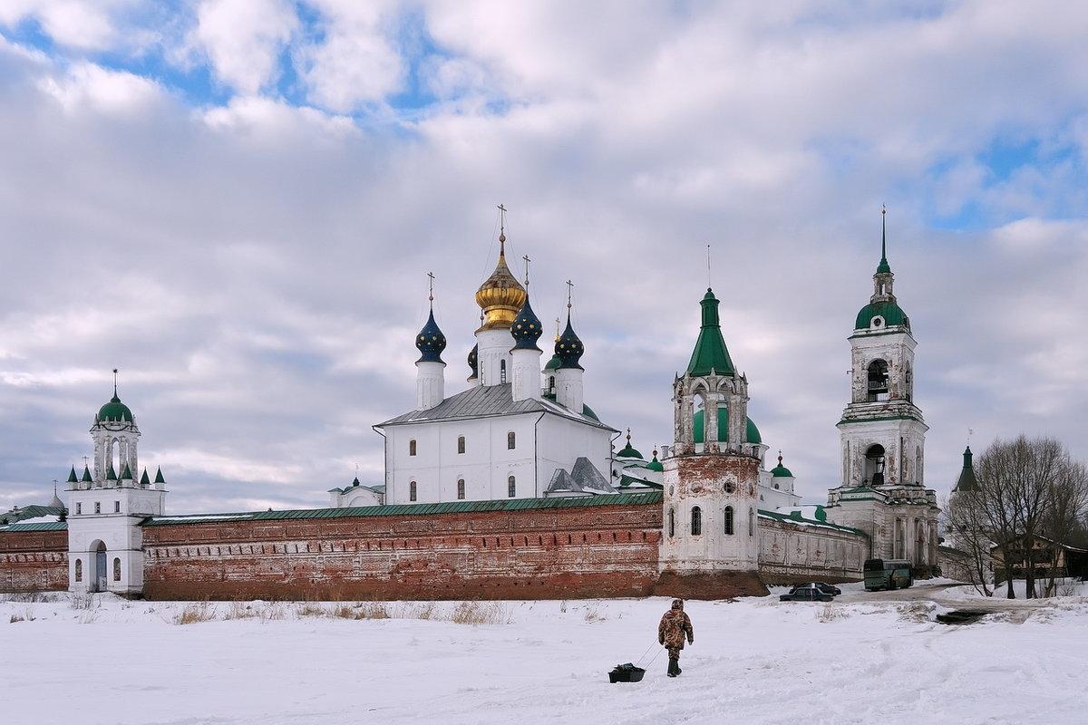 В конце мартовского дня на берегу озера Неро, Спасо-Яковлевский монастырь - Николай Белавин