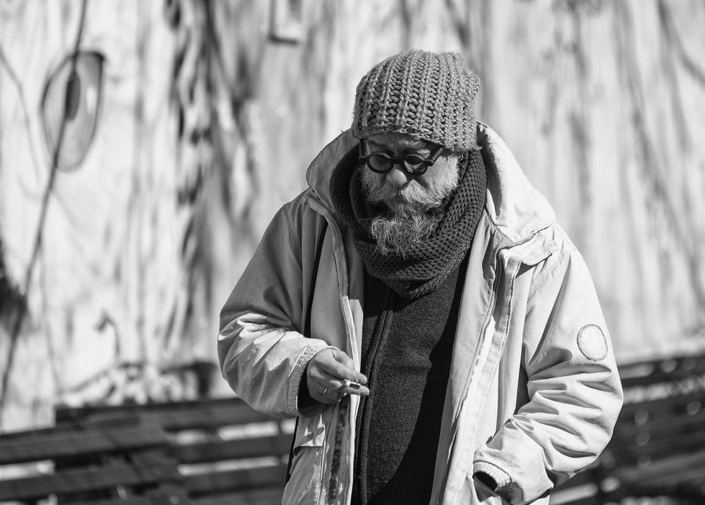 В забавных очках и вязаной шапке - Александр Степовой