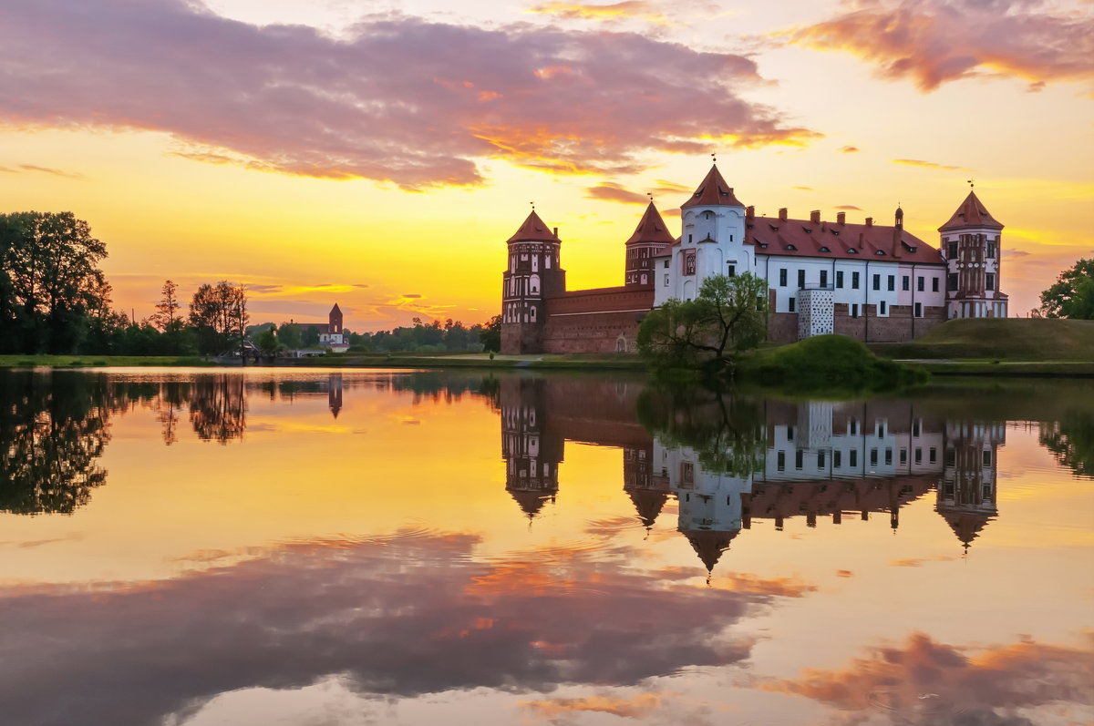 Мирский замок - Александр Гвоздь