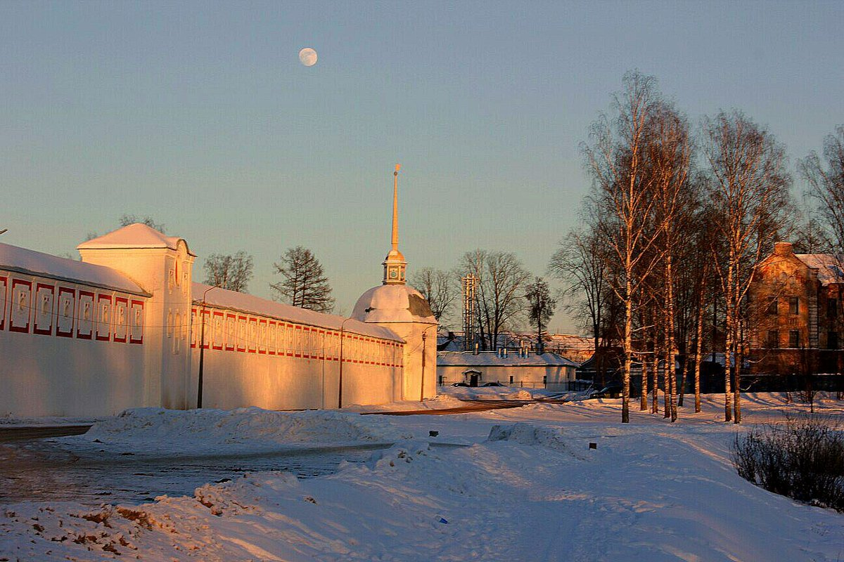 Вдоль стен монастыря - Сергей Кочнев