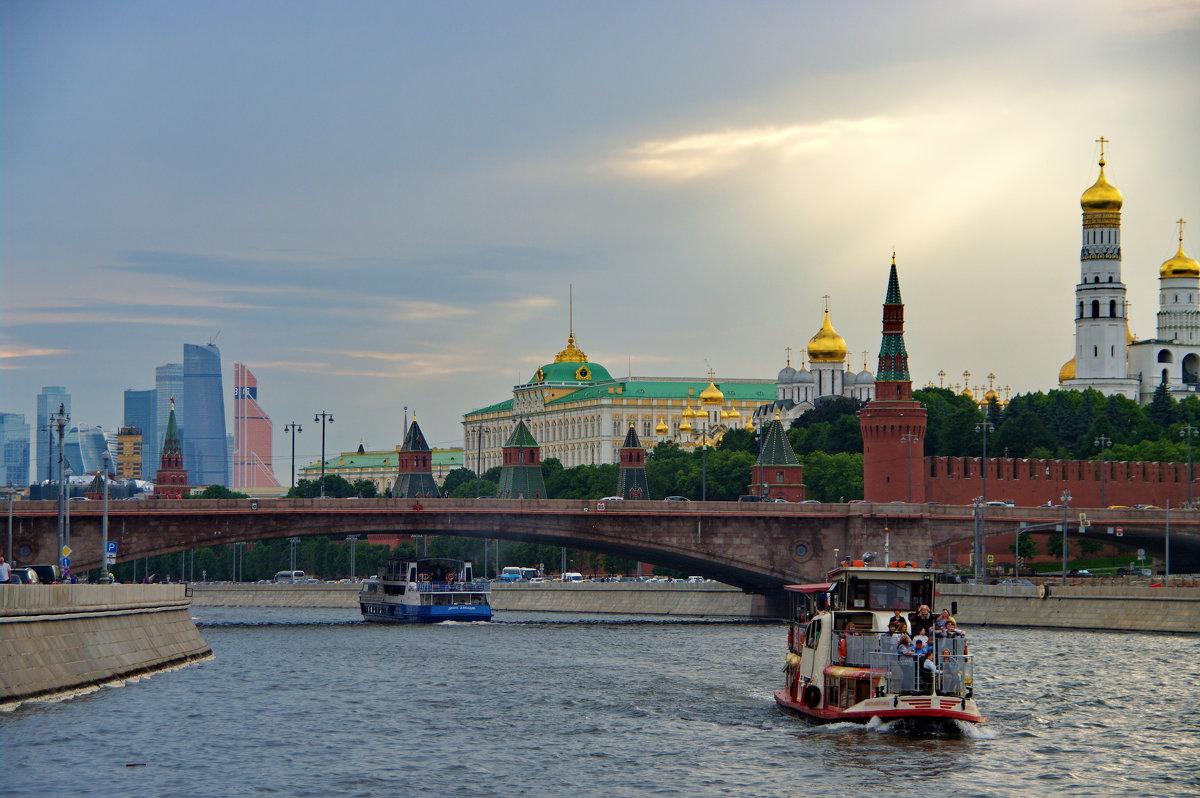 По Москве-реке - Михаил Сипатов