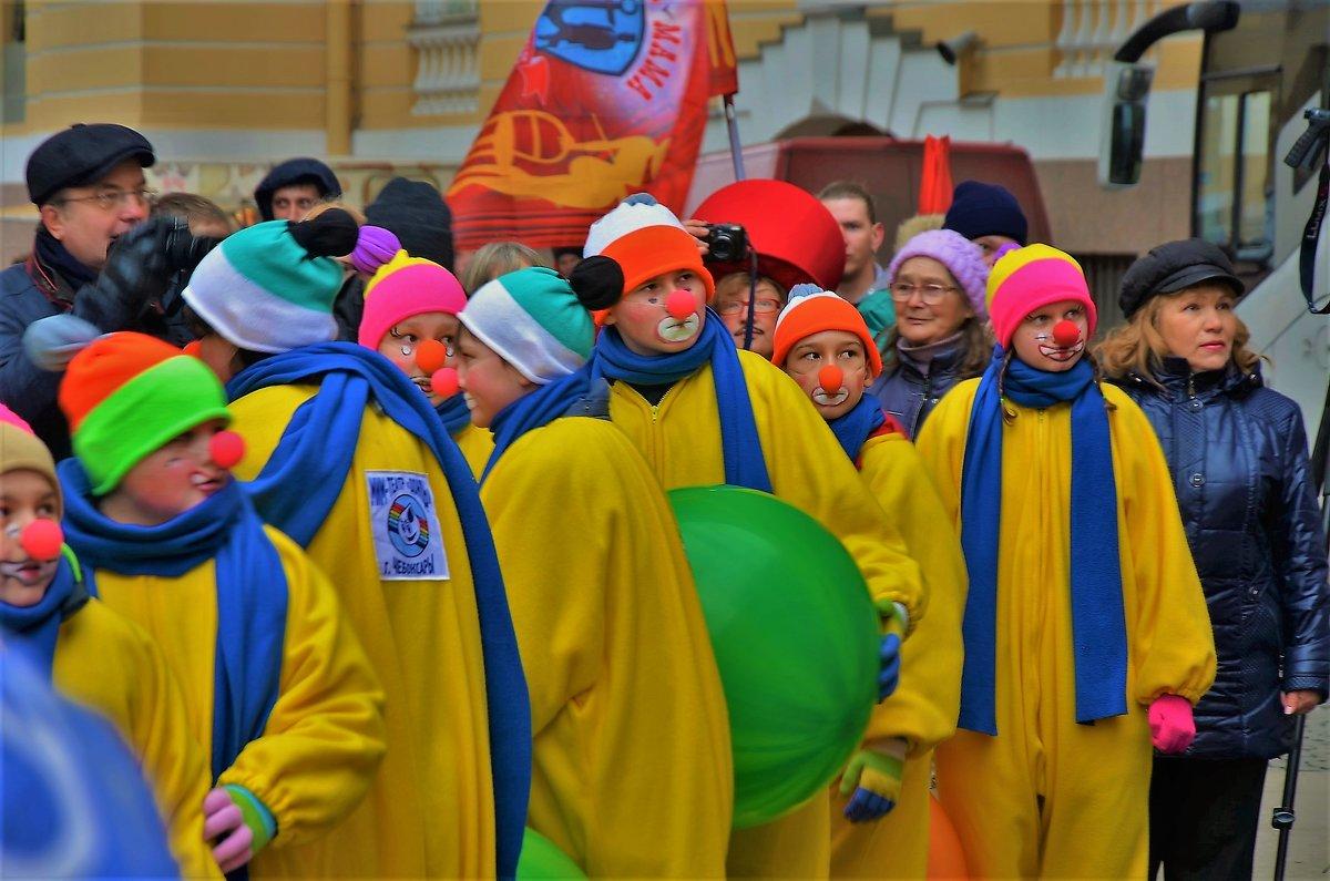 Молодые клоуны... - Sergey Gordoff