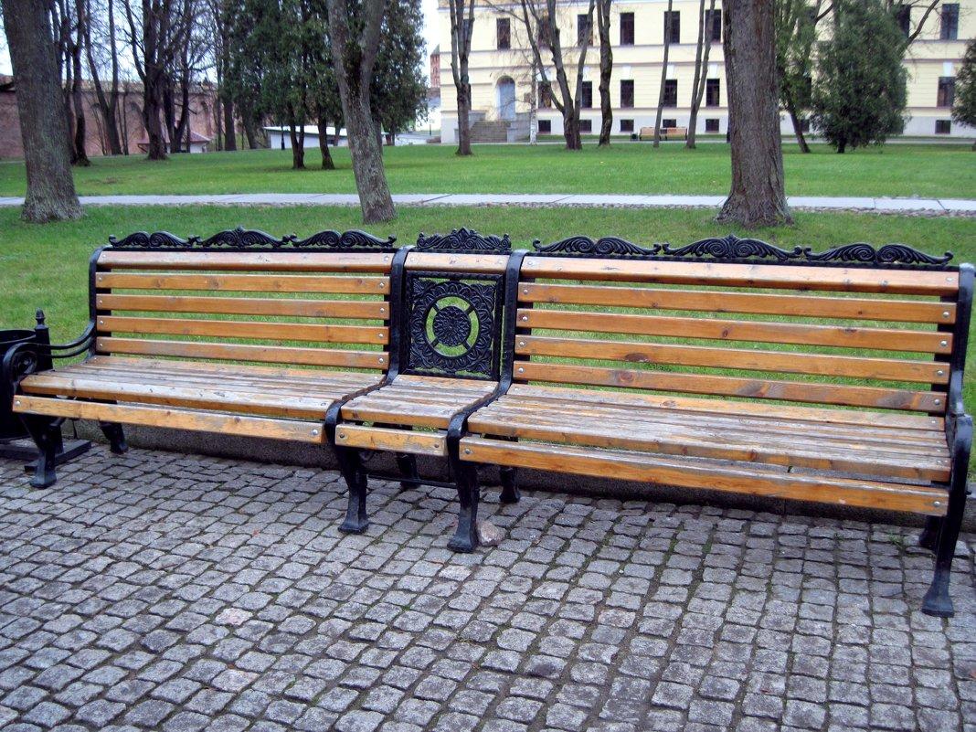 Скамейка в Новгородском кремле. - Ирина ***