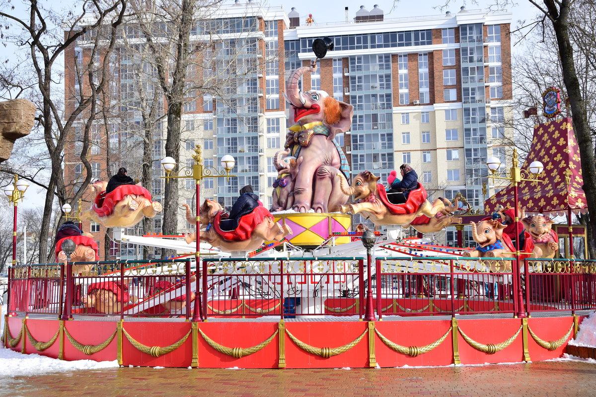 Веселые слонята или выходной в парке - Елена Иванова