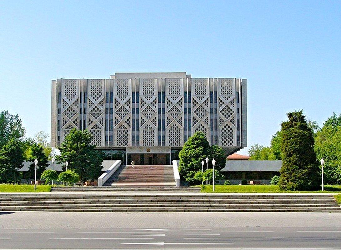 Музей истории (бывш. музей Ленина) - Mir-Tash