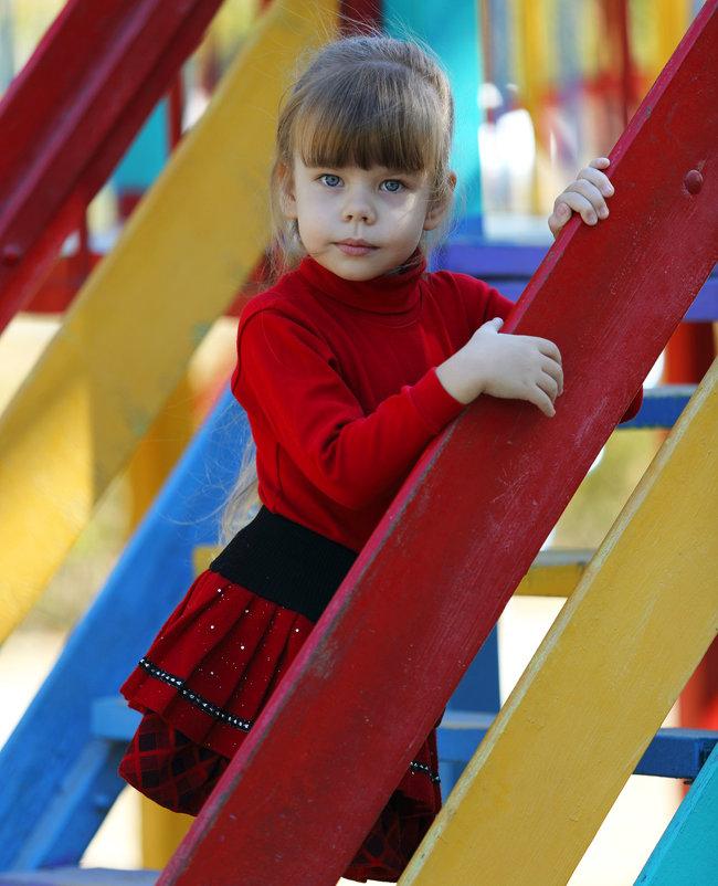 На детской площадке - Сергей Удовенко