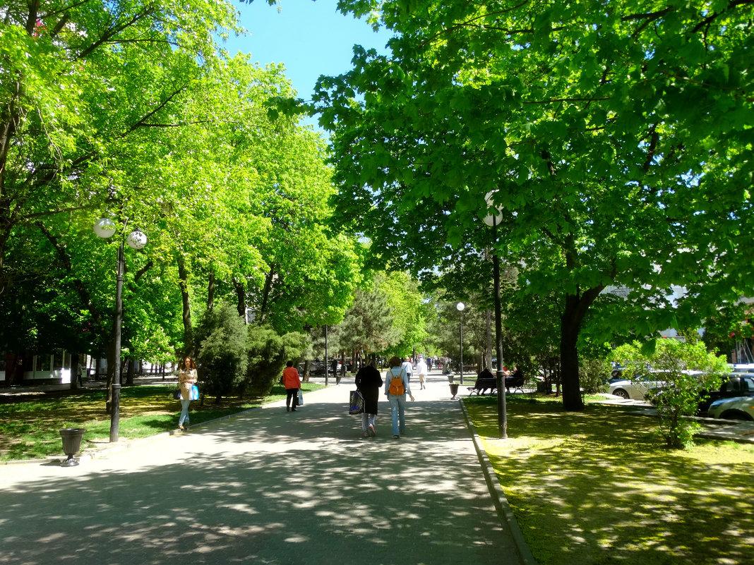 Весенняя прогулка на Пушкинском бульваре... - Тамара (st.tamara)