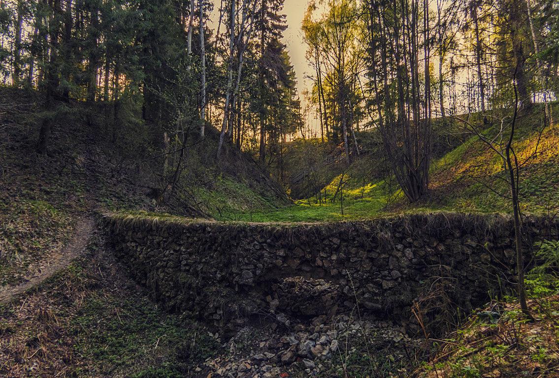 Вечерний этюд с каменной кладкой - Сергей Цветков