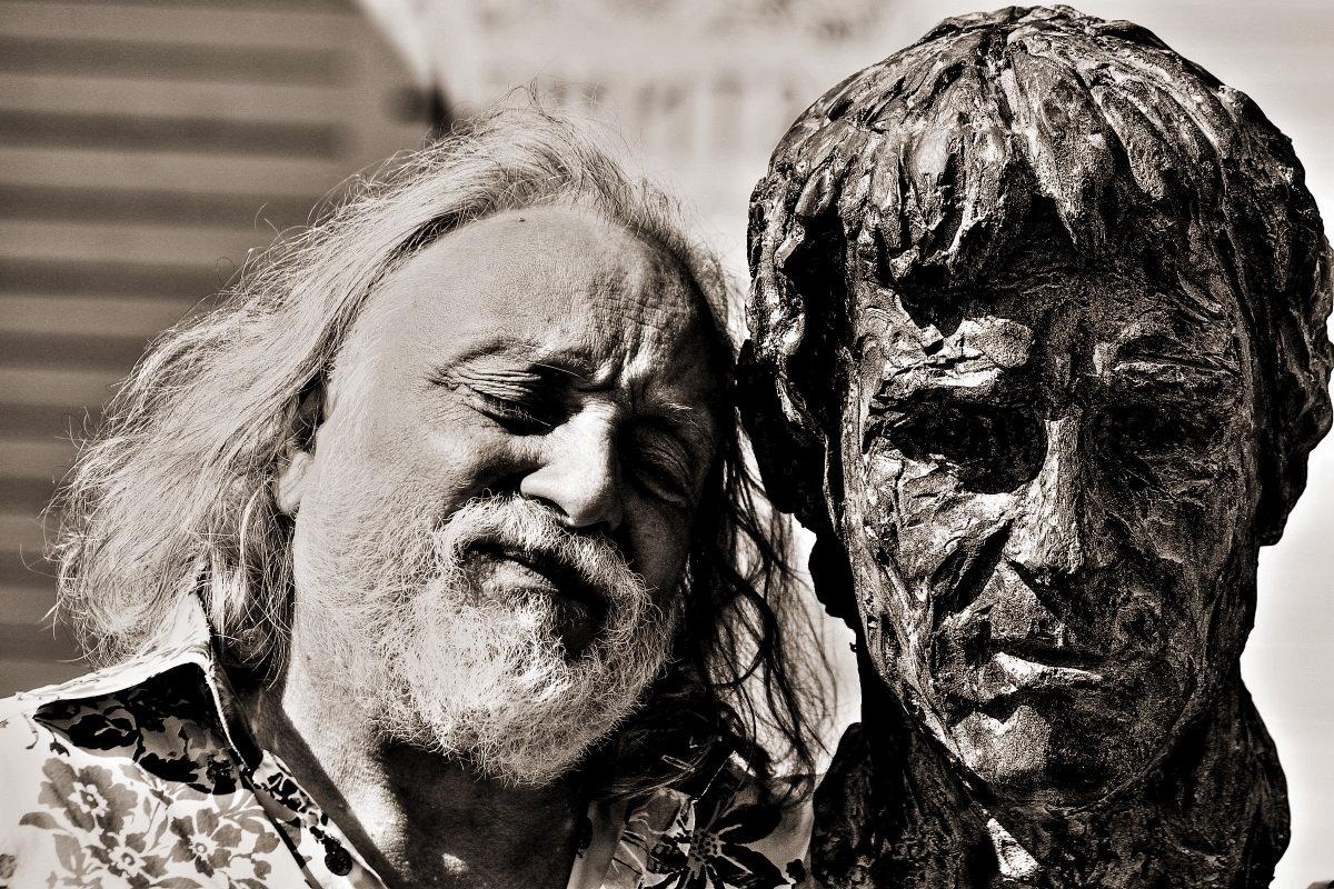 Израильские дуэты  Скульптор Г  Потоцкий и его работа В Высоцкий - олег свирский
