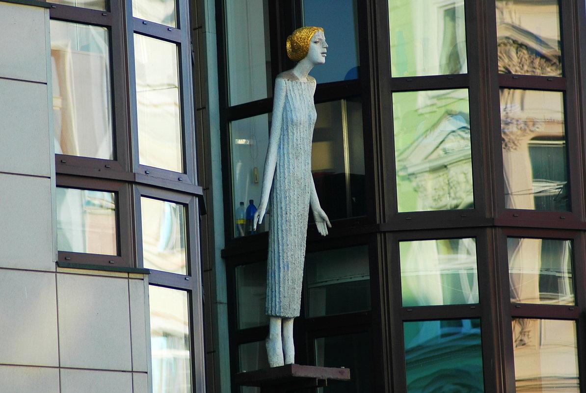 Выходящая в окно - Николай Танаев