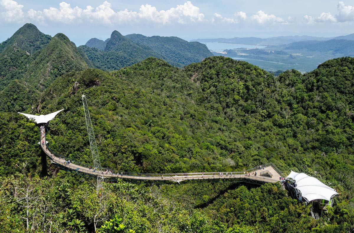 Небесный мост (Sky Bridge), остров Лангкави, Малайзия. - Edward J.Berelet