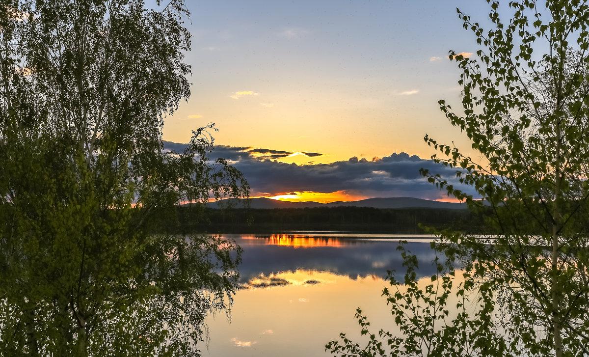 отражаясь в озере - Василий Иваненко