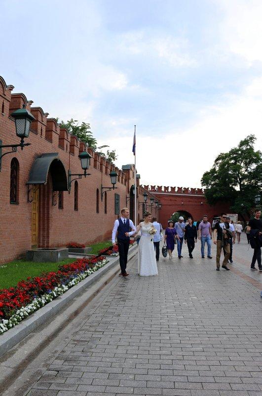 У стен кремля - Ольга