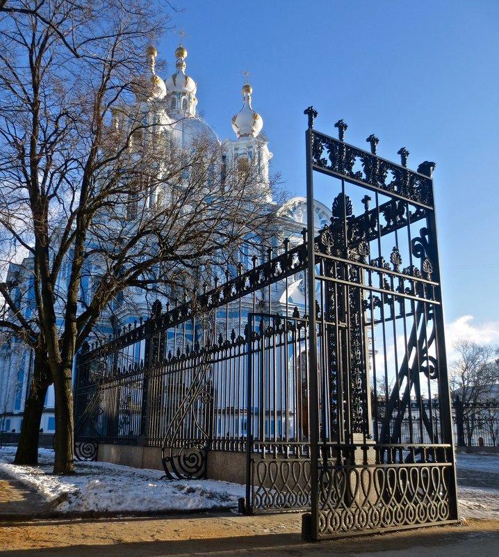 Смольный собор и его ограда - Елена