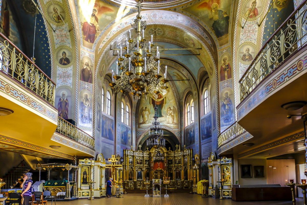 балконы внутри церкви - Георгий