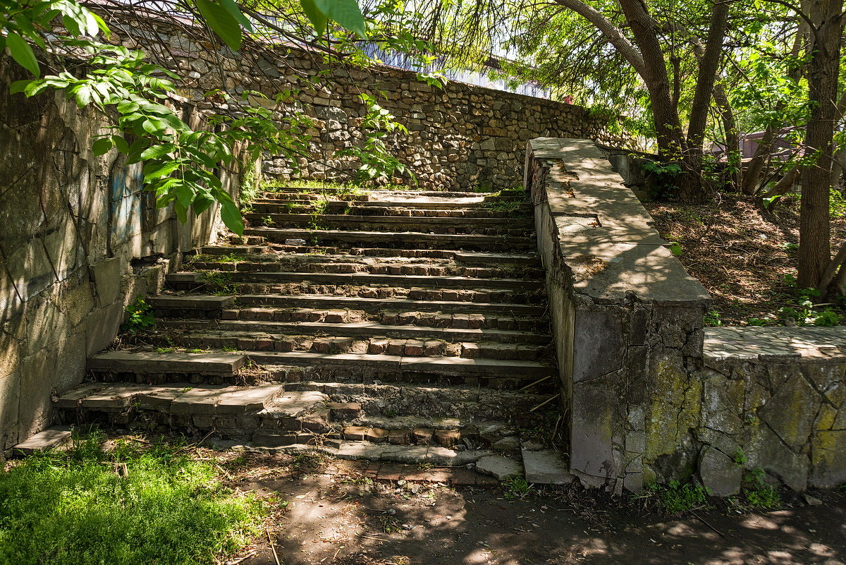 Старая лестница... - Николай Саржанов