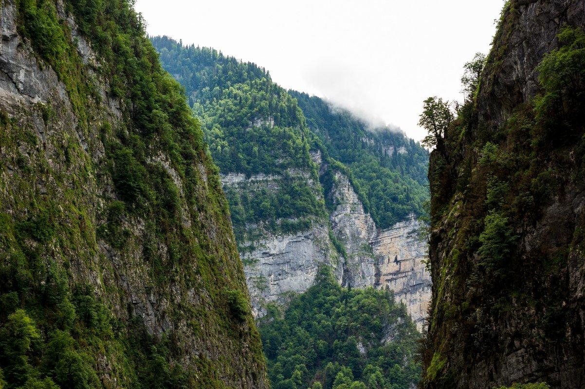 По дороге к озеру Рица через ущелье - Владимир Пресняков