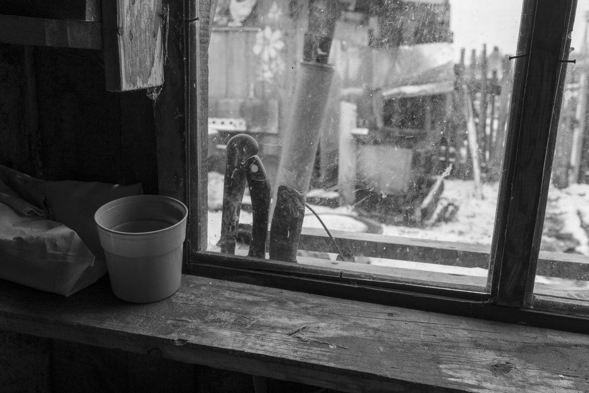 В дровнике - Валерий Михмель