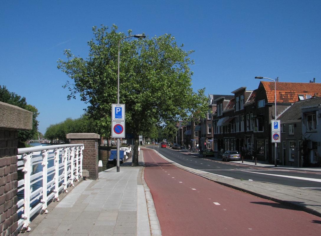 Типичная голландская улица - Grey Bishop