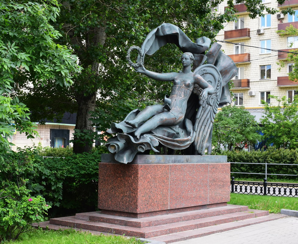 Москва... Скульптура «Аллегория воздуха» - Galina Leskova