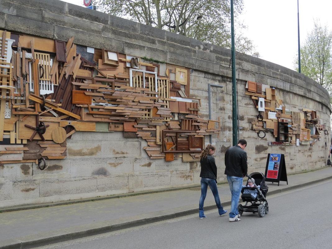 Стена набережной Сены. - ИРЭН@ .