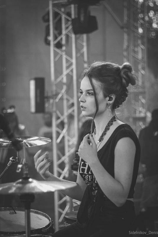 Соло на барабанах - Денис Сидельников
