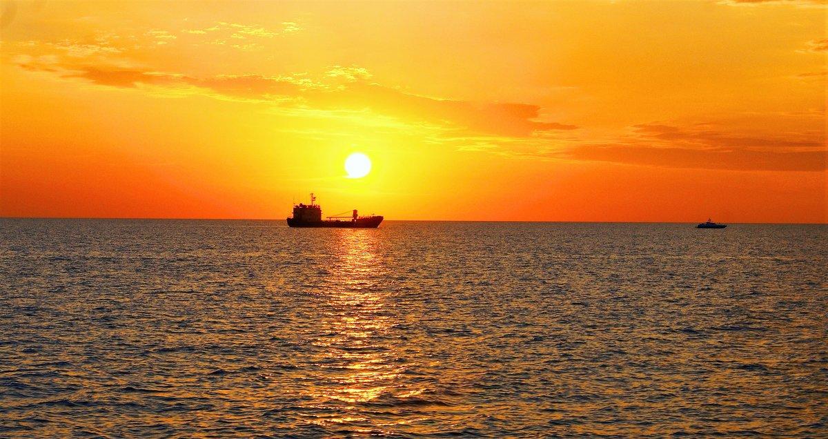 Восход на Астраханском морском рейде. - Александр Владимирович Никитенко