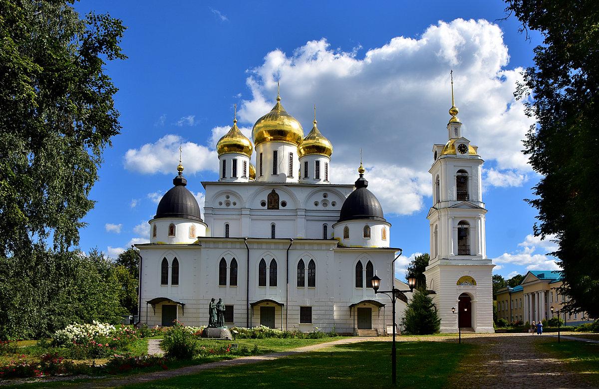 Храм Дмитровского кремля - Oleg S