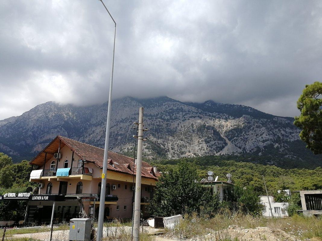 Горная вершина в облаке - Frame35327