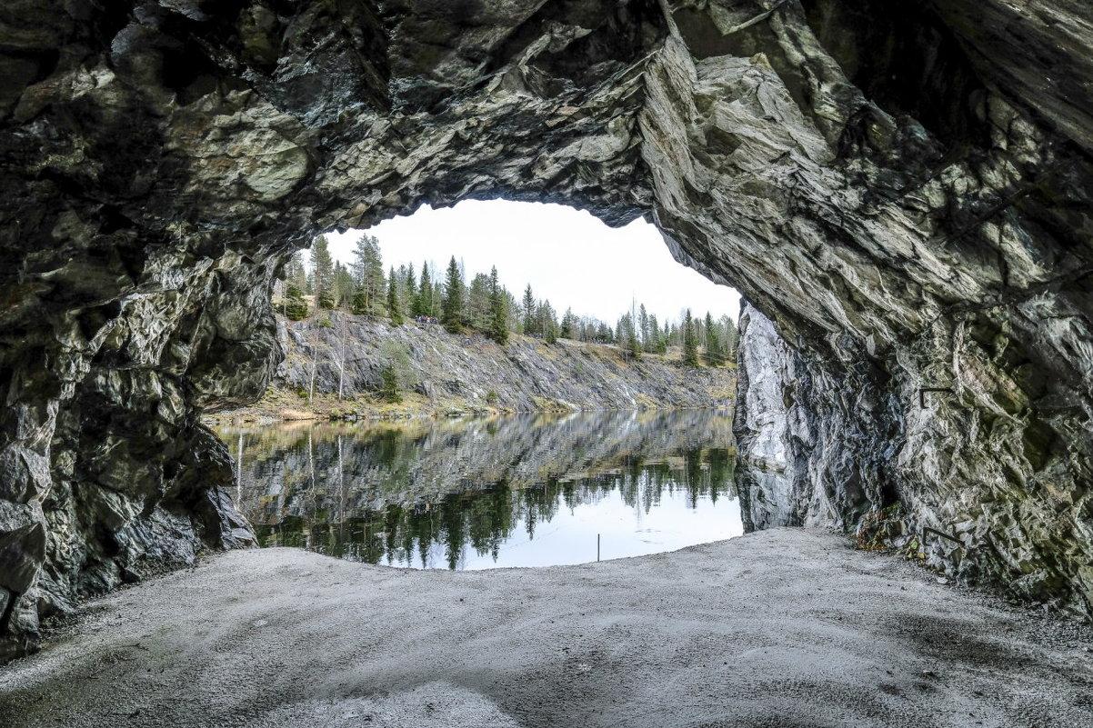 выход из мраморной пещеры
