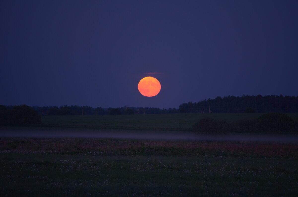 Восход луны - Денис Смородин