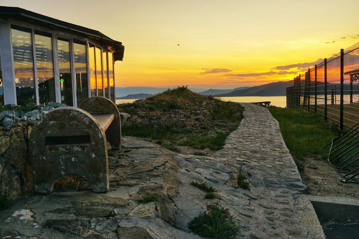 Опустевшие турбазы на берегу - Nikolay Svetin