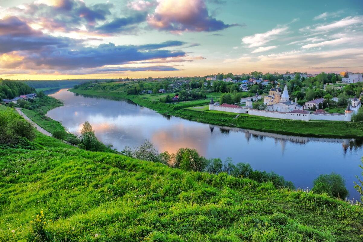 река Волга на фоне Старицкого монастыря - Георгий А