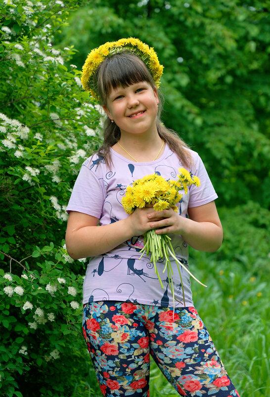 Вновь явился к нам весной одуванчик молодой - Дмитрий Конев