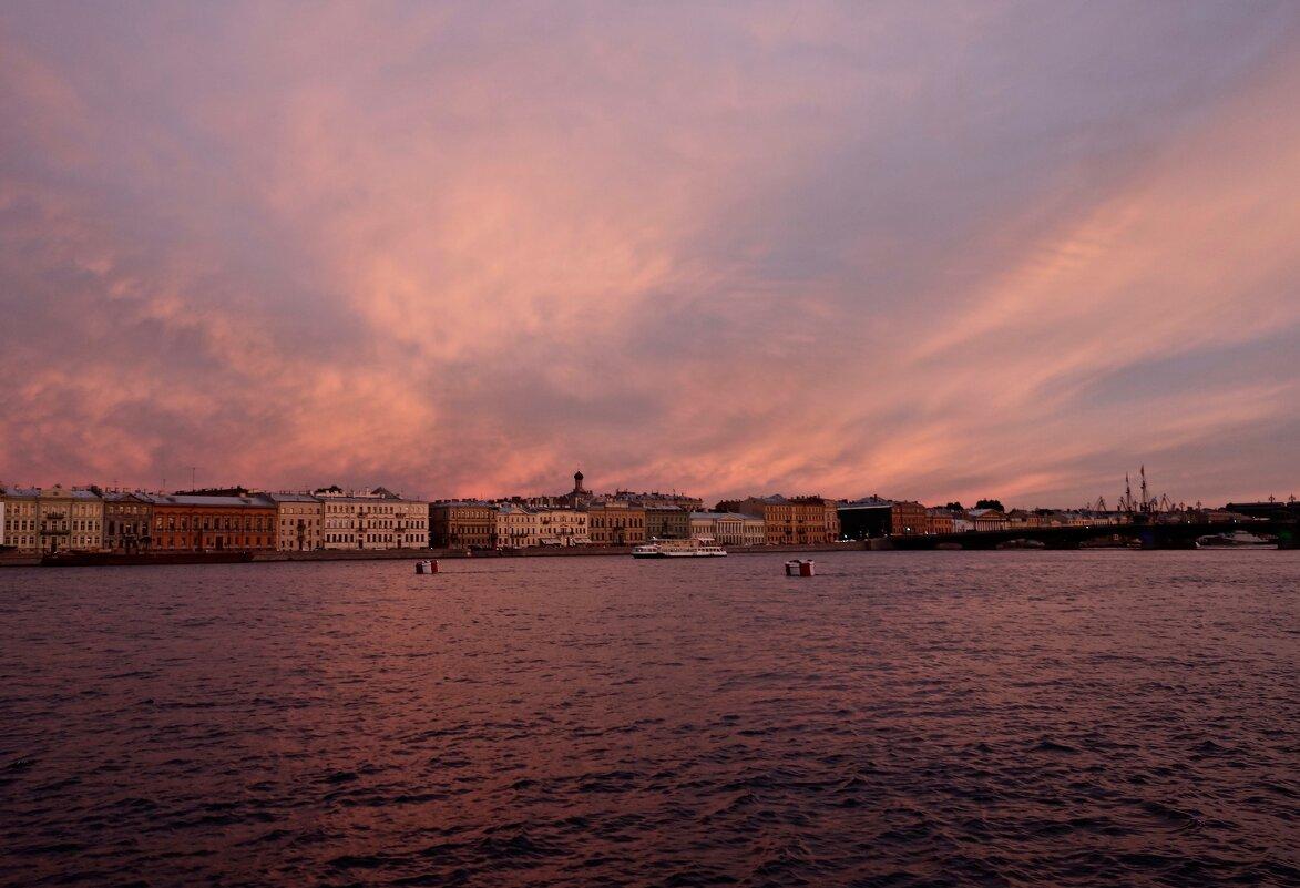 розовый вечер на Неве - Елена