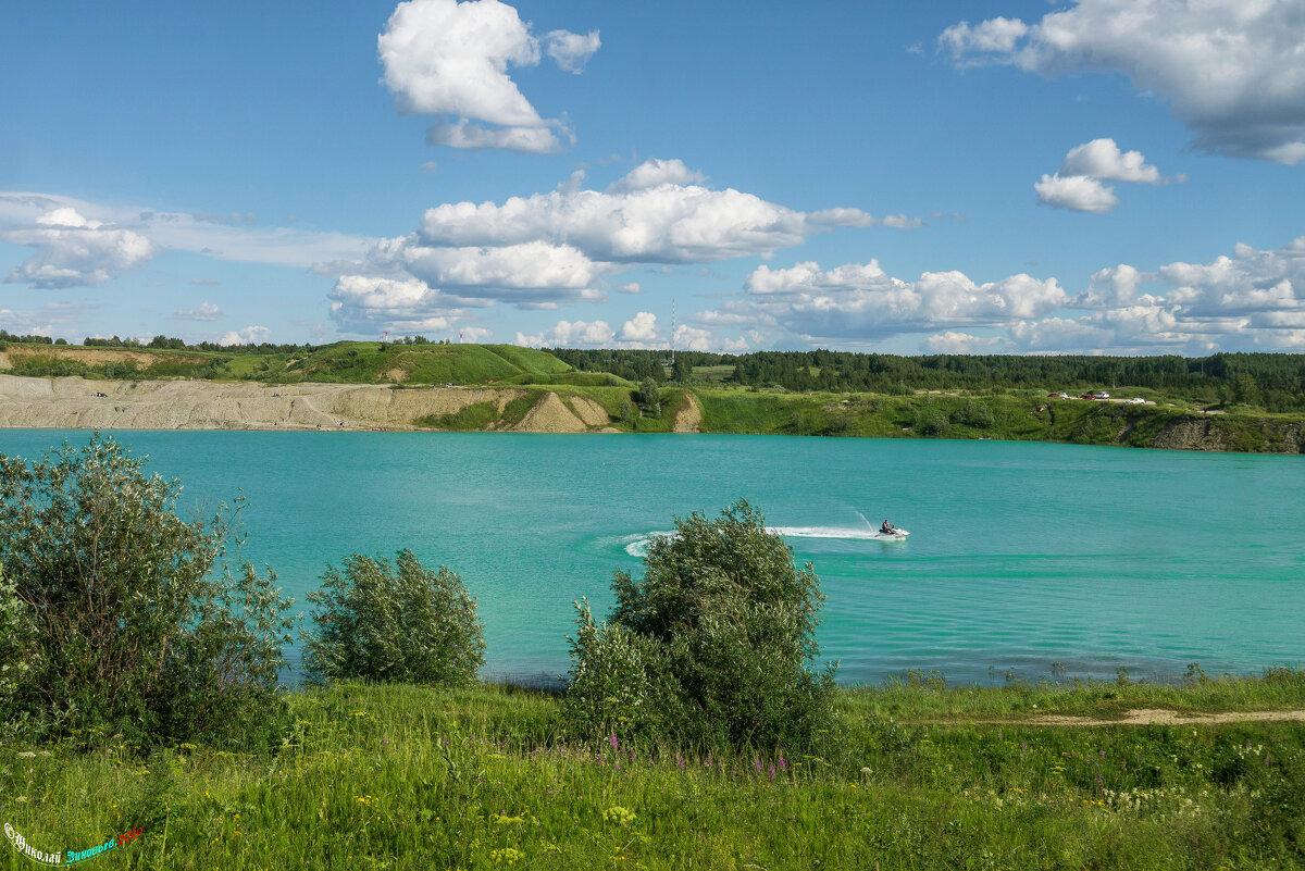 Голубое озеро в Ухте - необыкновенно-красивый цвет воде придают залежи голубых глин. - Николай Зиновьев