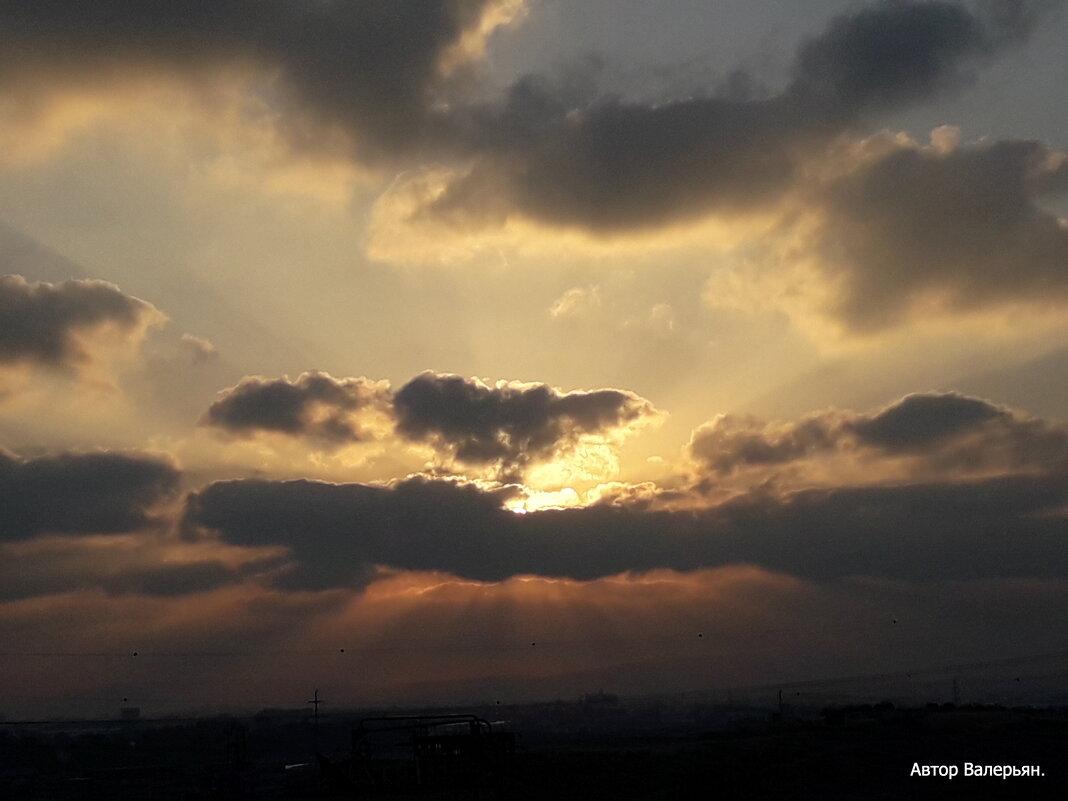 Восход, облака, лучи. - Валерьян Запорожченко
