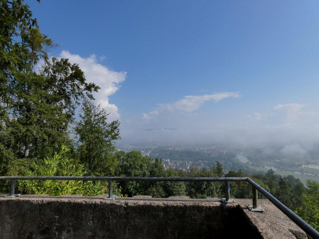 башня, туман и свет над городом - Heinz Thorns