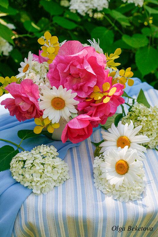Букетик с розами и ромашками - Ольга Бекетова