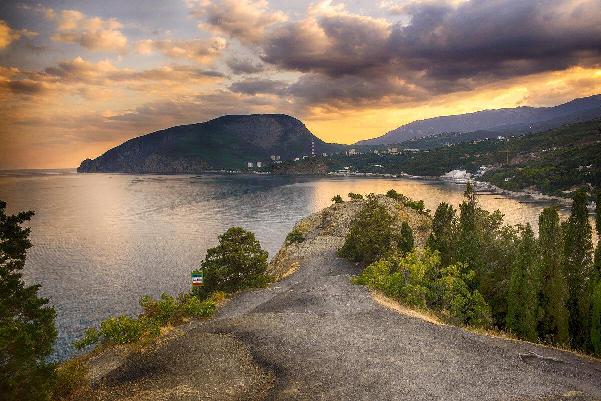 Вид с мыса Плака на гору Аю-Даг на закате - Татьяна