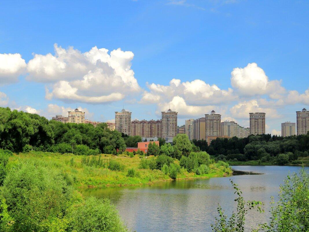 Облака над городом и прудом - Андрей Снегерёв