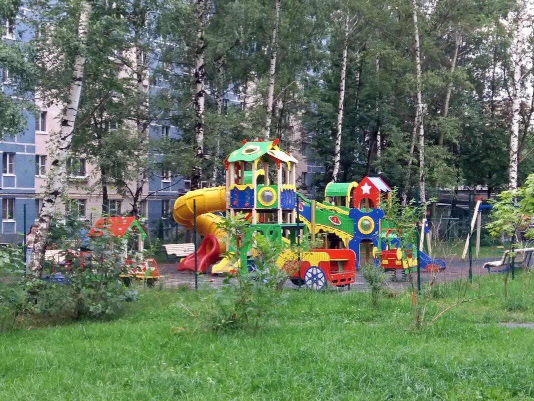 а у нас во дворе - Galina Solovova
