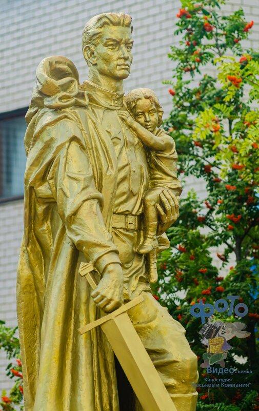 """Памятник, скульптура: """"Воин-освободитель"""". - Руслан Васьков"""