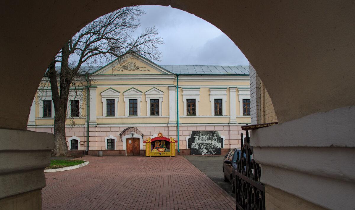 Здание канцелярии Киевского Генерал-Губернатора - Олег